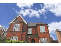 Newly Refurbished 2 Double Bedroom Ground Floor Flat With A Sole Use Garden!