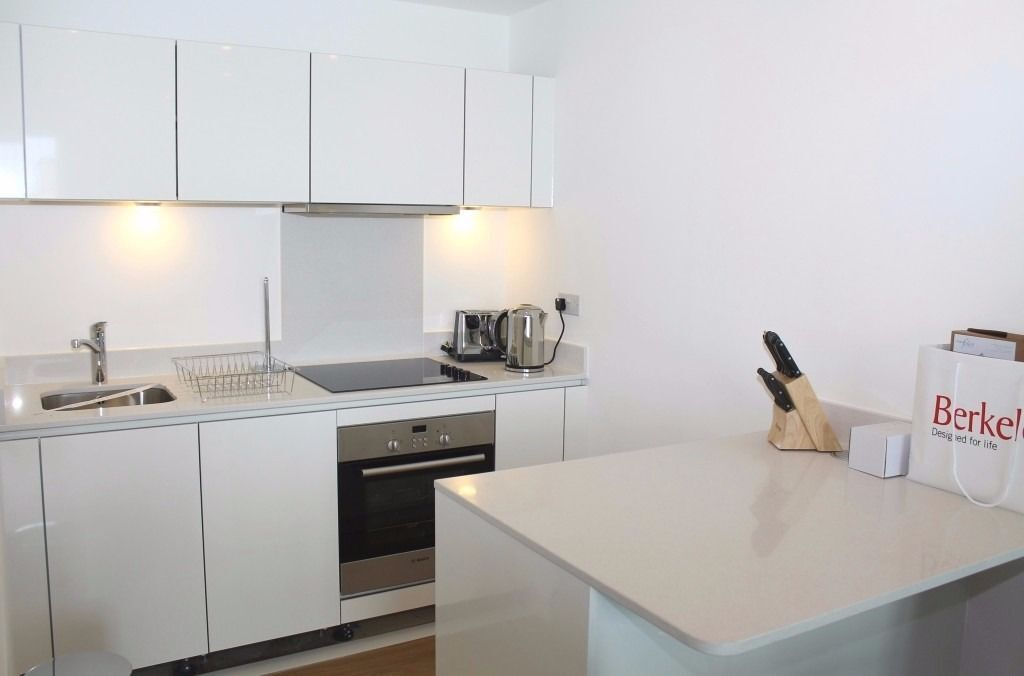 @ Ceram Court - Stunning 1 bedroom apartment in new block - modern finish - DLR!