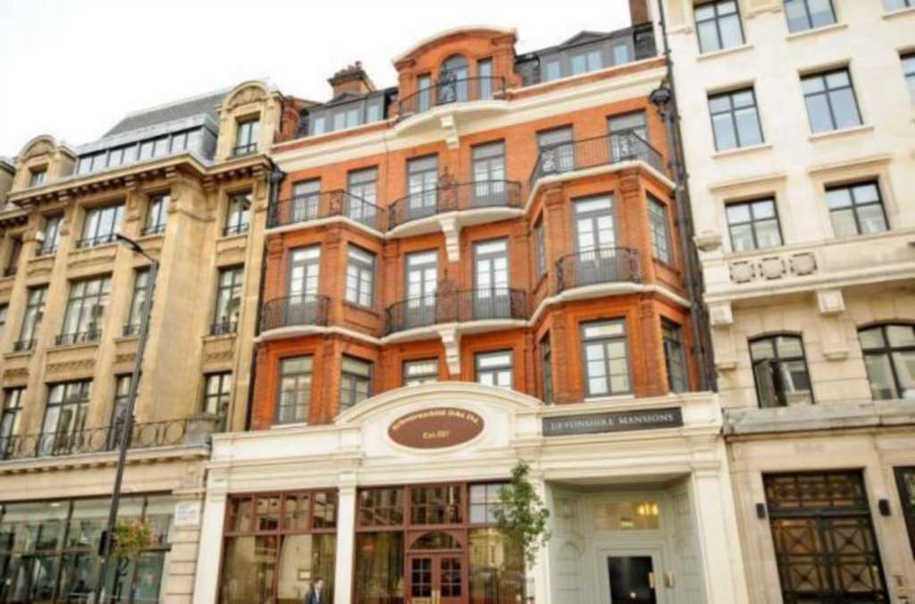 2 bedroom flat in Great Portland Street, London, W1W
