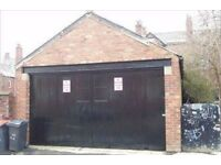 Central Headingley Large garage premises to rent with electric water and WC