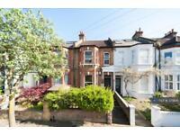 2 bedroom flat in Brenda Road, London, SW17 (2 bed)