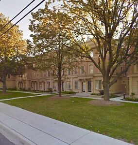 $700 Close to Lawrence station-Townhouse 2nd floor room for rent