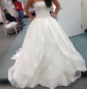 vera wang textured wedding dress