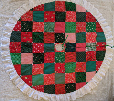 """Vintage Hand Quilted Round Christmas Tree Skirt Patchwork Eyelet 51"""" Red Green"""