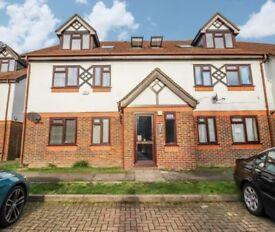 2 bedroom flat in Hazelwood Close, North Harrow, HA2