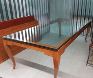 BEAUTIFUL LARGE DINING TABLE! **Excellent Condition**