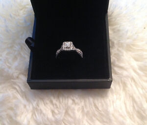 VALENTINES DAY !!!Gorgeous brand new Halo ring never worn....