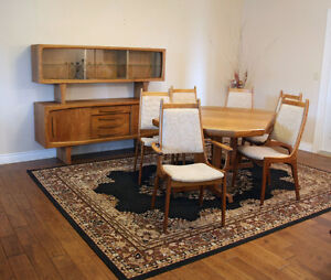 FREE GTA DELIVERY  MID CENTURY DANISH DINING ROOM SET SEE VIDEO