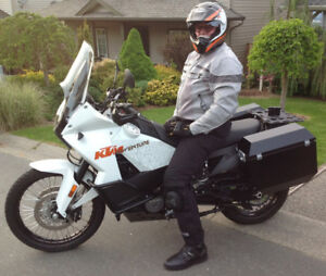 2011 KTM 990 ADVENTURE TOURING, 2179 km (not a typo!)