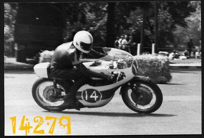 Vintage Photograph, motor racing, Laurie Turnbull Yamaha 350 ccm Budapest  1971