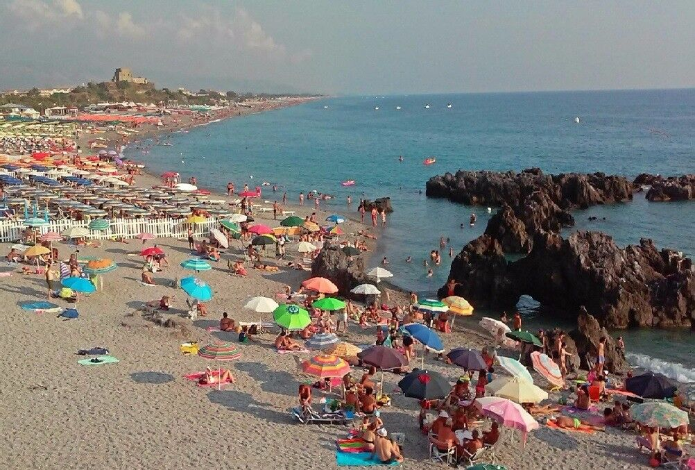 Seaside property real estate in Italy for sale. 1 bed apartment near the beach. Leasehold.