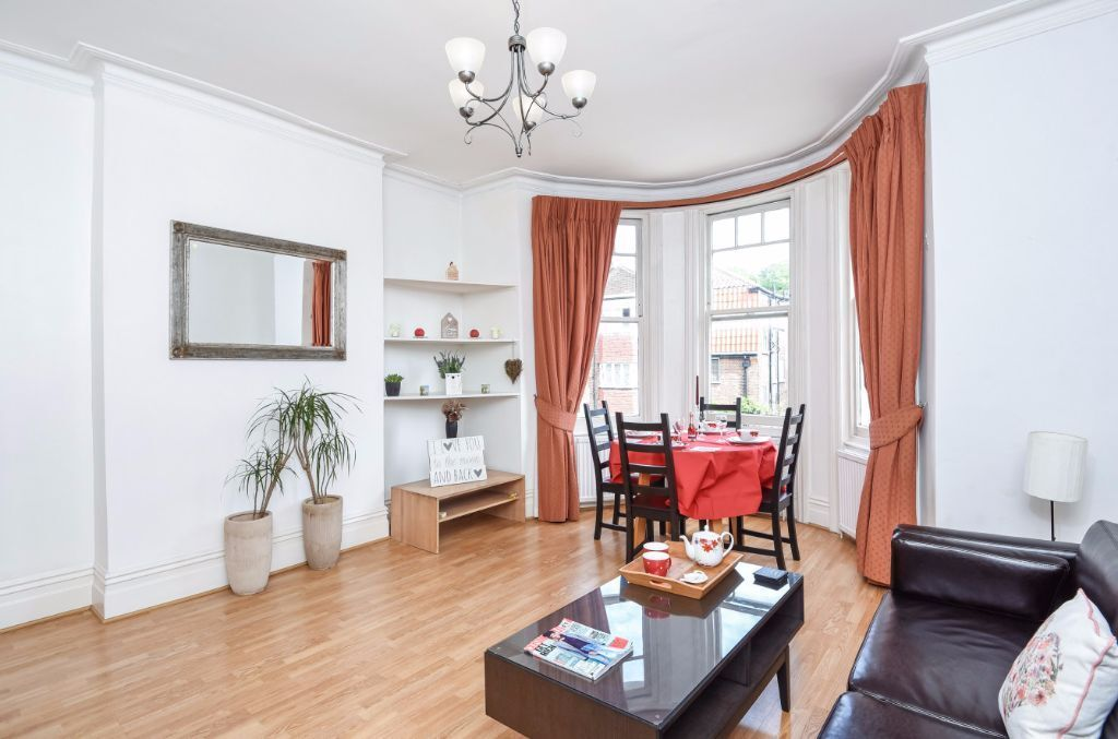 LARGE, SPACIOUS AND BRIGHT ONE DOUBLE BEDROOM AVAILABLE NOW IN WEST HAMSPTEAD