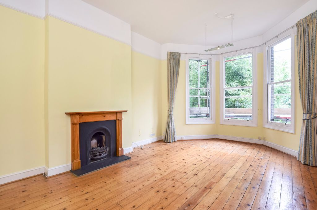 LARGE TWO BEDROOM FLAT TO RENT MOMENTS AWAY FROM KILBURN TRAIN STATION