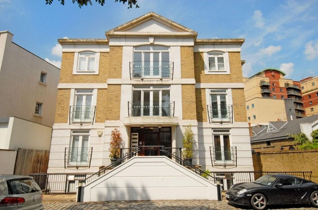 A spacious two bedroom, to bathroom flat located in this popular gated development, Fulham Road, SW6