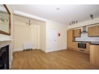 A newly refurbished three double bedroom flat to rent, Cannon Street