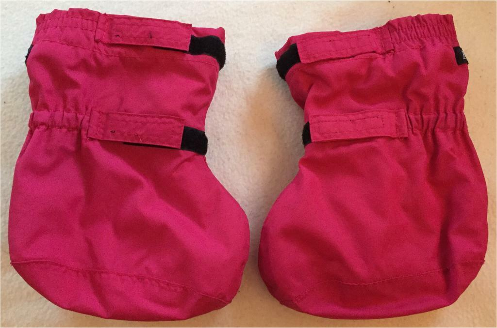 Togz Baby Girls Gorgeous Waterproof Insulated Fleece Lined Over Booties Raspberry Pink Size 0 2yrsin Poole, DorsetGumtree - Togz Baby Girls Gorgeous Waterproof Insulated Fleece Lined Over BootiesRaspberry PinkSize 0 2yrsRRP £10DescriptionThe Togz Shell Overbooties are the perfect boots to have in the cold weather, winter, rain, snow or ski.Material Composition...
