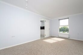 Modern 2 Bedroom Flat On Oakleigh Road North Available Early April!