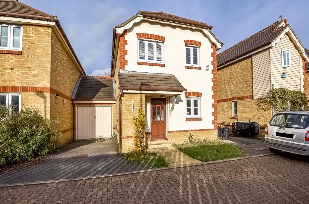 A good size three bedroom house to rent in Regents Place
