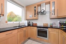 Three double bedroom town house for rent in Crystal Palace.