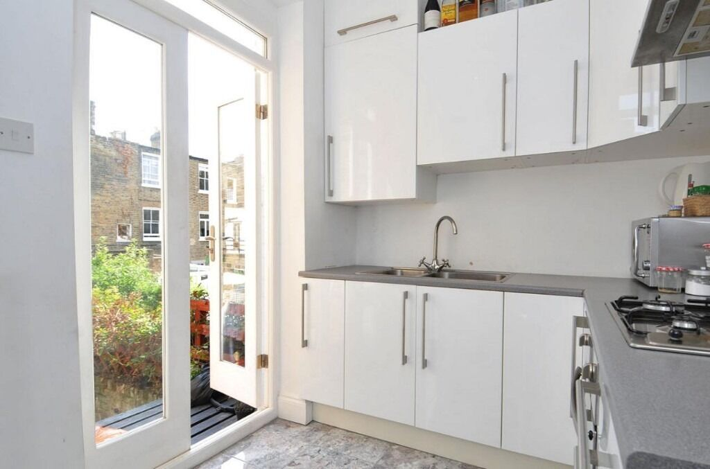 A charming two double bedroom flat located on Halford Road, SW6