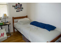 Single room in Whitechapel! move in as of today! call now!
