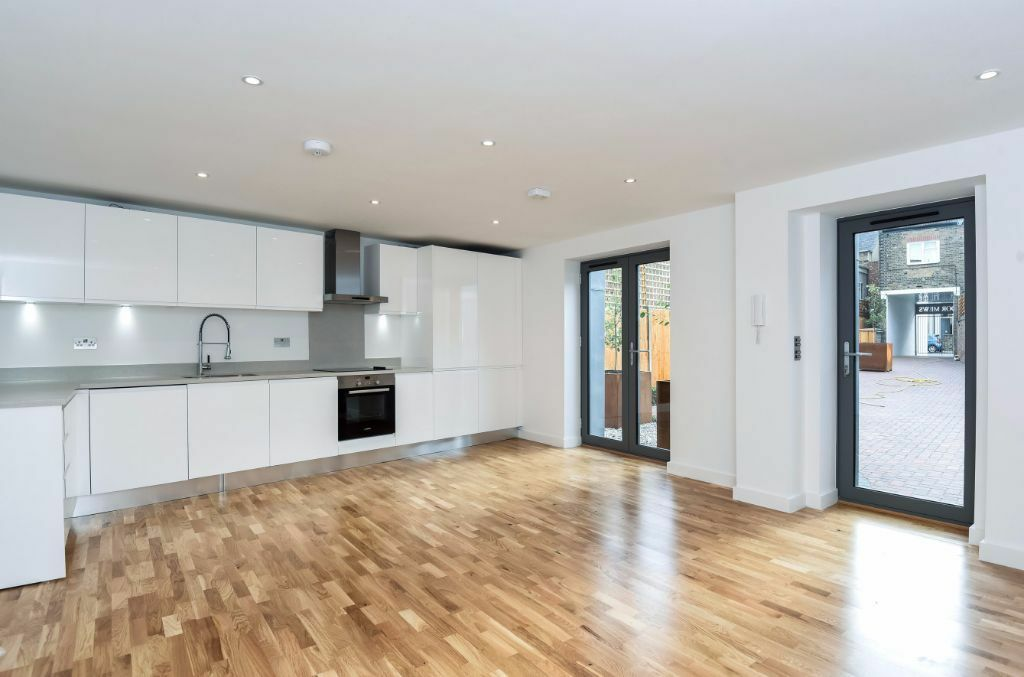 NEWLY REFURBISHED TWO DOUBLE BEDROOM APARTMENT FINISHED TO A HIGH SPEC IN A GATED DEVELOPMENT