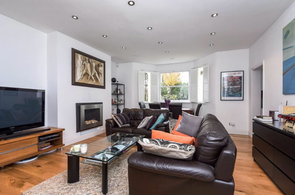 LOVELY TWO DOUBLE BEDROOM GARDEN FLAT TO RENT IN SOUTH HAMPSTEAD