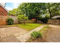 STUNNING 3 BED DETACHED HOUSE IN PEACEFUL CUL-DE-SAC - HILLINGDON UB10 - 2 RECEPTION ROOMS