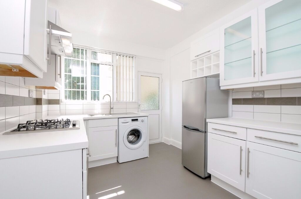 A recently refurbished two double bedroom flat to rent on Edge Hill