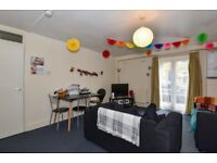 A fantastic four double bedroom flat to rent in zone 1, Alma Grove