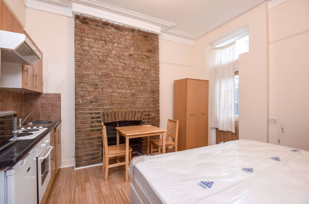 CHARMING STUDIO FLAT WITH ACCESS TO OWN PATIO JUST A SHORT WALK TO WEST HAMPSTEAD
