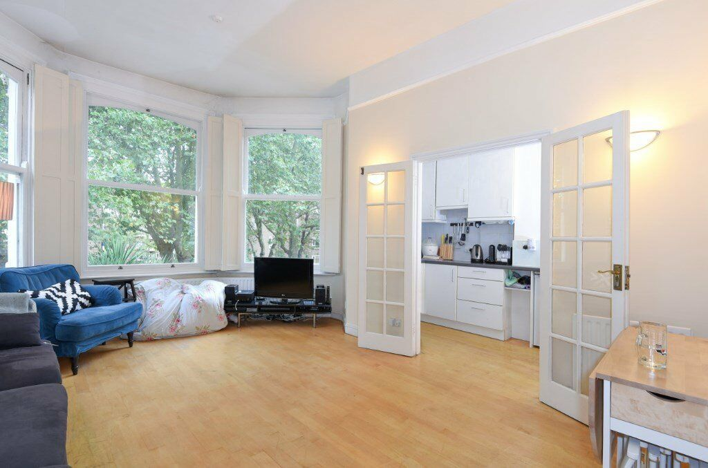 NO ADMIN FEE - 2 bed flat in beautiful building - Highbury New Park N5 - Unfurnished **£380**