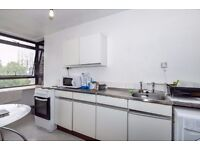 A bright studio apartment to rent moments from transport links, Princess Street