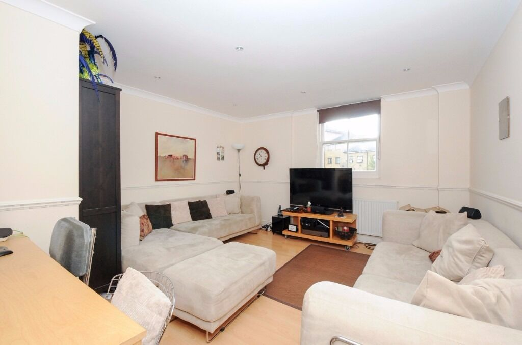 1 bed to rent St Thomas' Road, Unfurnished, separate kitchen, £340pw, available mid-June, Large