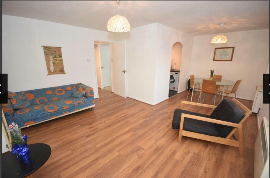 Immediately Available 2 bedroom furnished apartment Hulme ...