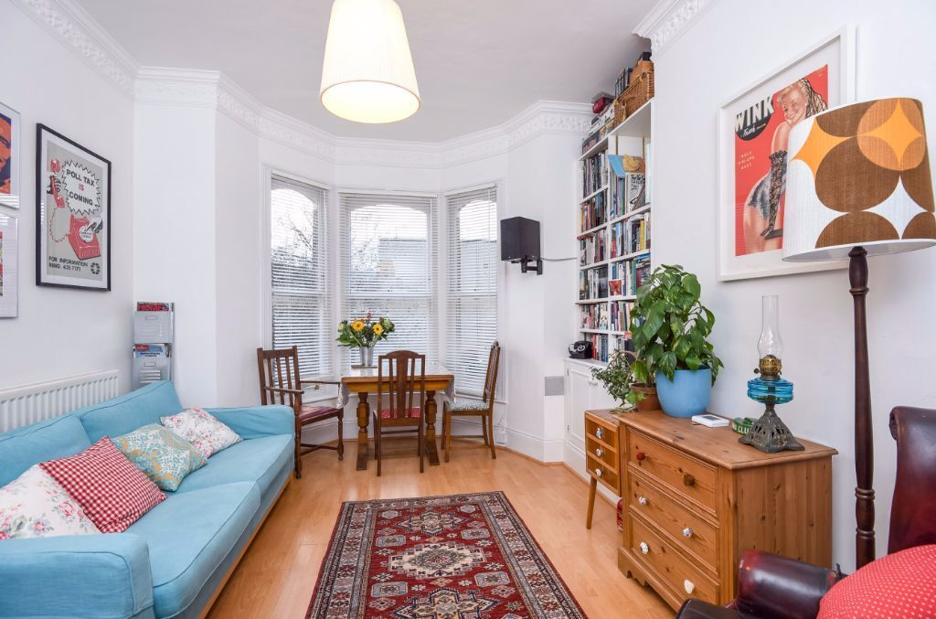 HOMELY ONE BED TO RENT LOCATED IN A PERIOD CONVERSION CLOSE TO WEST HAMPSTEAD