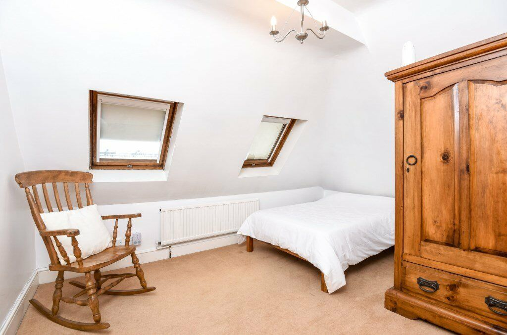 COMP - A light & bright well presented 2 double bedroom apartment to rent in of South Hampstead