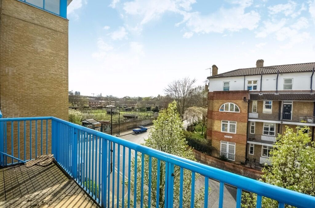 Harwood Point - A two bedroom two bathroom apartment to rent with balcony and parking available now!