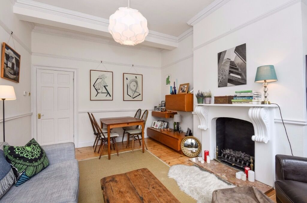 BRILLIANT OPPORTUNITY FOR A TWO BED PROPERTY ON UPPER STREET !!!