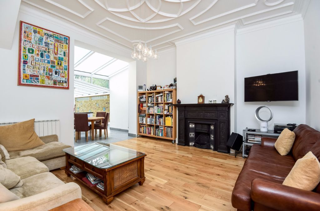 LARGE STUNNING TWO DOUBLE BEDROOM APARTMENT WITH PRIVATE GARDEN TO RENT IN WEST HAMPSTEAD