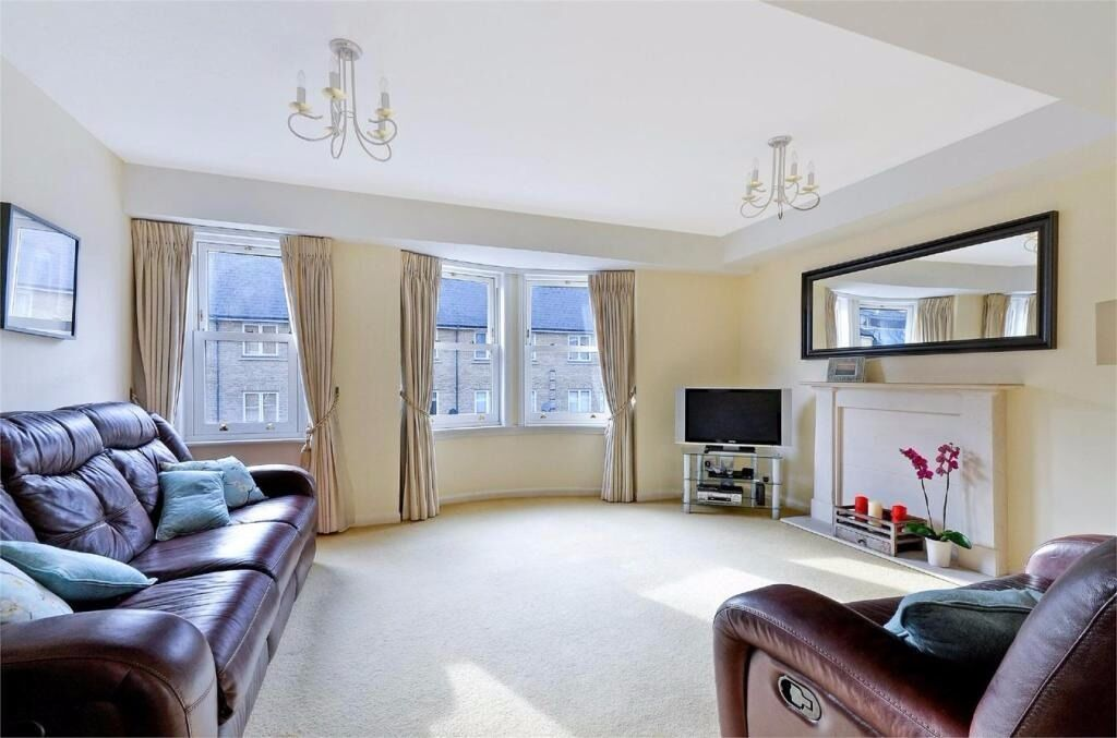 BRAND NEW 5 BED 4 BATH AVAILABLE SEPTEMBER OFFERED FURNISHED VERY WELL PRESENTED E14 CANARY WHARF