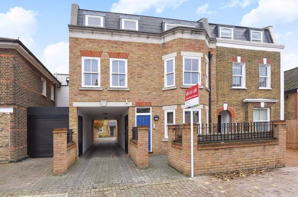 A well presented ground floor two bedroom flat to rent on Hartfield Road