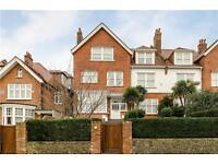 3 bedroom flat in Bracknell Gardens, Hampstead