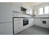 DSS Welcome- 3 bedroom flat just few minutes walk from tube stations