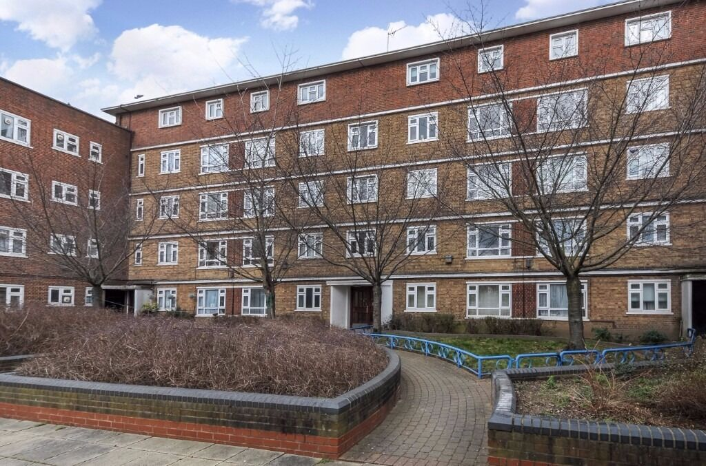 Spacious three bedroom apartment newly refurbished close to Finsbury Park tube Must see **cheap**