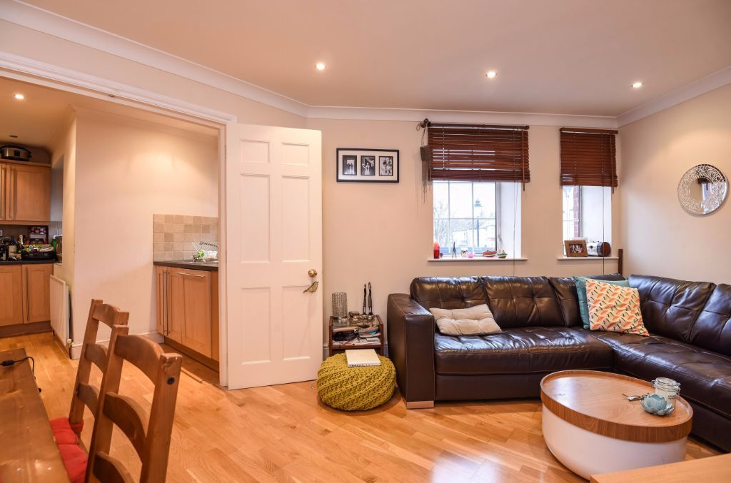 SPACIOUS SPLIT LEVEL 2 BEDROOM APARTMENT TO RENT ON FINCHLEY ROAD