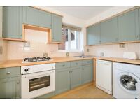 Well presented one double bedroom flat with separate kitchen, bathroom and parking torent in Putney
