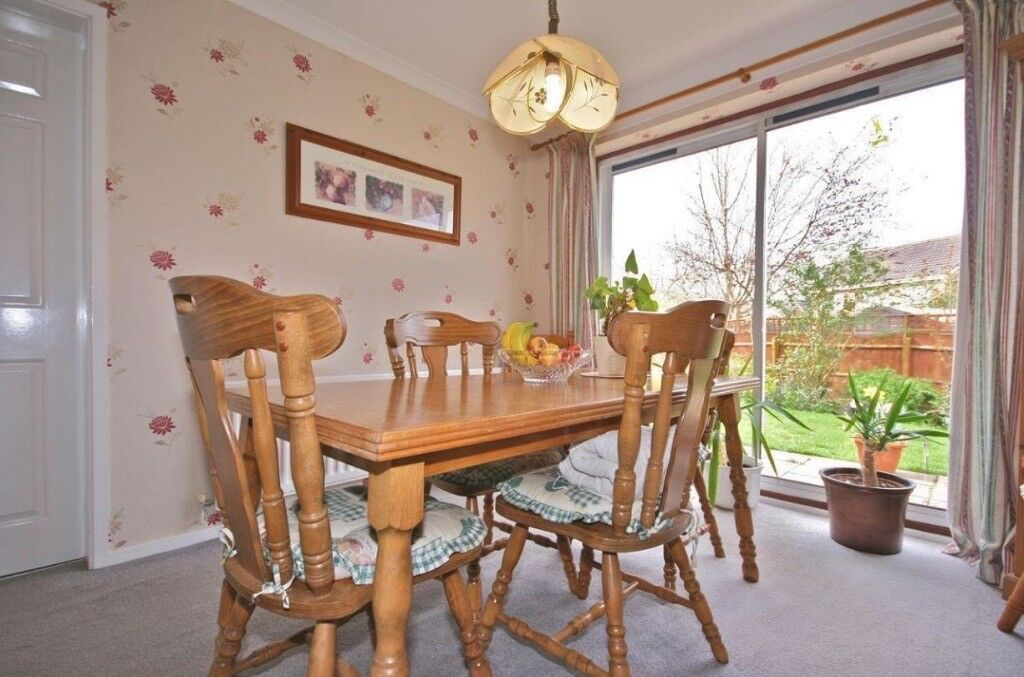 Expandable dining room table and 4 chairs
