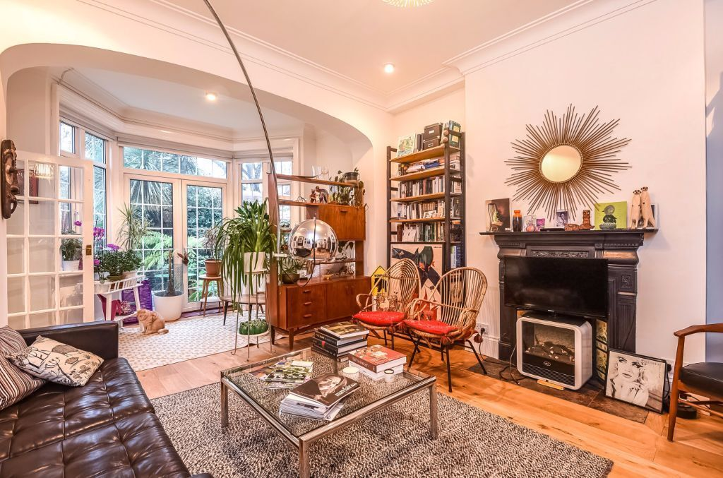 STUNNING TWO DOUBLE BEDROOM FLAT TO RENT IN A LOVELY PERIOD CONVERSION