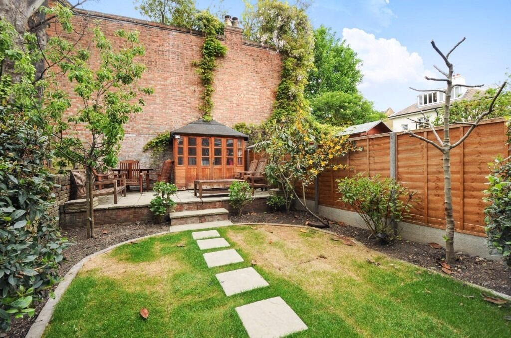 4 bed to rent Offord Road N1 £950pw. furnished, 3 bathrooms, available December 28th